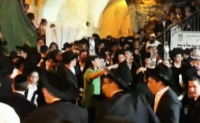 תיעוד מיוחד: נגני הכלייזמרים מקפיצים בקבר דוד
