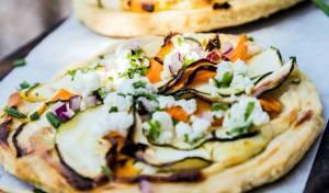 פיצה אנטיפסטי עם גבינת ריקוטה