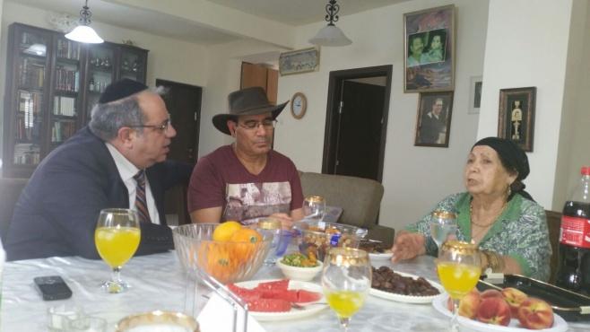 יגאל גואטה בא לביקור אצל מסעודה • צפו