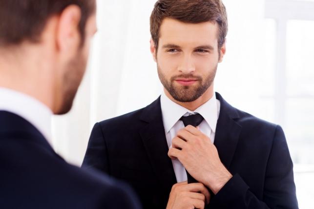 גברים מאוהבים בעצמם יותר מנשים, וזה רשמי.