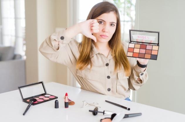 5 דברים שיקרו לך אם תפסיקי להתאפר