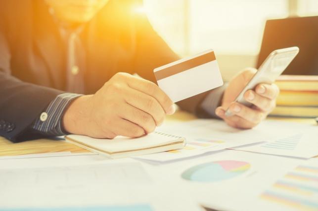נעצר חשוד בגניבה ושימוש בכרטיסי אשראי