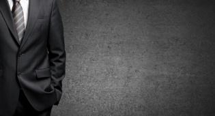 יצרנית חליפות הגברים הוותיקה גוסטו מבקשת למנות לה מפרק