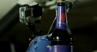 שיא משוגע: פתח 6 בקבוקי בירה - עם מסוק
