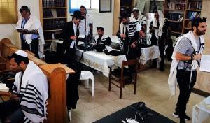 תפילה בבית הכנסת