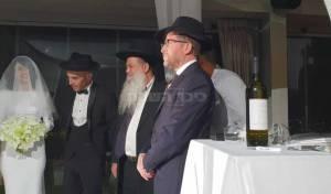 עם מגבעת וחליפה: הזמר נתן גושן התחתן