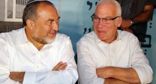 """השרים אורי אריאל ואביגדור ליברמן - פניה ליועמ""""ש: 'לנקוט בצעדים כנגד ליברמן'"""