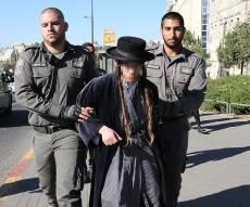 החשוד, בעת מעצרו