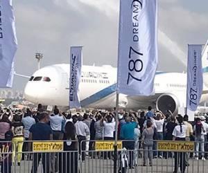 צפו: מטוס הדרימליינר התקבל בטקס המוני
