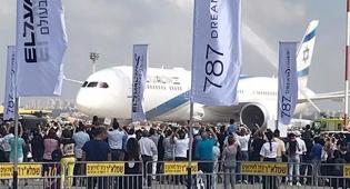 נחיתת המטוס החדיש - צפו: מטוס הדרימליינר התקבל בטקס המוני