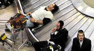 """מחכים למזוודות, אילוסטרציה, ארכיון - עיכובים בנתב""""ג בשל מחאת עובדים זמניים"""