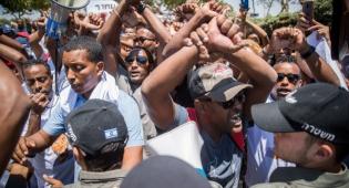מנדלבליט אימץ המלצות נגד שוטרים מכים