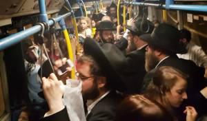"""אילוסטרציה, למצולמים אין קשר לנאמר - """"הלך האלול"""": עומס באוטובוסים בקרית ספר"""