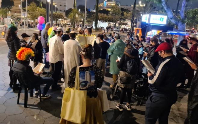 """300 איש השתתפו בקריאת המגילה בת""""א"""