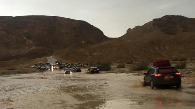 שיטפון אתמול בנחל שיזפון בכביש 40