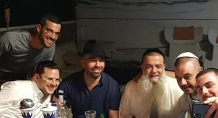 עומר אדם בסליחות עם הרב יגאל כהן; צפו