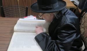 האון רבי יצחק שיינר בלימוד