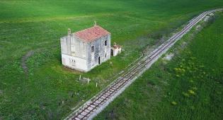 אחד הבתים שמוצעים למסירה - איטליה מחלקת טירות בחינם. ומה העוקץ?