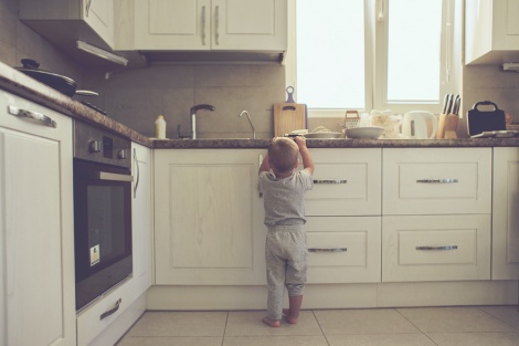 אילוסטרציה - בבית המטפלת: ילדה נכוותה ממים רותחים