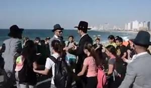 על שפת הים: ילדים רקדו לחתן • צפו