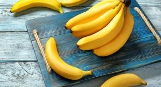 יותר יעילה מהפרי: 5 שימושים לקליפת בננה