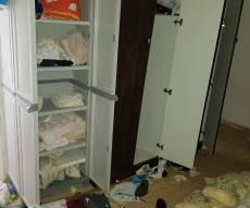 בית משפחה חרדית לאחר פריצה. אילוסטרציה - עדויות: הגנבים פועלים - המשטרה משותקת
