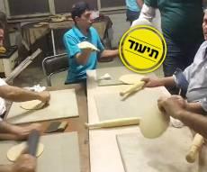 יד ומכונה: כך היהודים באיראן אופים מצות לכבוד חג הפסח