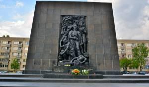 האנדרטא בוורשא לזכר מרד גטו וורשא