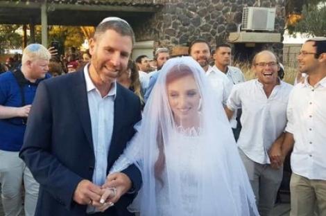 """הכלה ואביה - רננה מאיר, בתה של דפנה הי""""ד, התחתנה"""