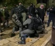 תיעוד: מהומות ומעצרים אלימים בהר הבית