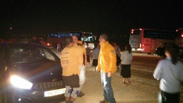 כוחות חילוץ עם התלמידות בנחל אוג