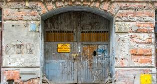 בית בגטו וורשה - העירייה הפעילה שעון עצר לניצולי השואה