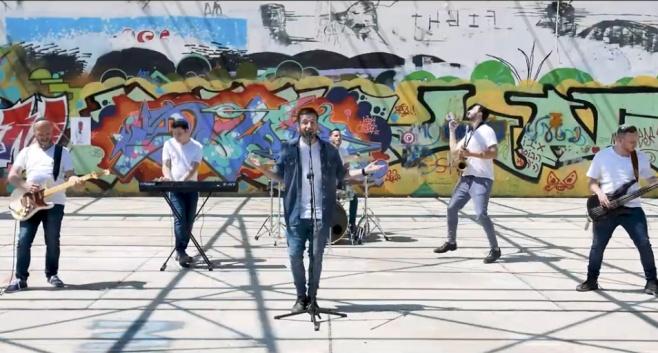 """להקת 'באלנס' בסינגל קליפ: """"כיצד מרקדין"""""""