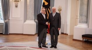השגריר והנשיא - השגריר החדש בברלין הגיש כתב אמנה