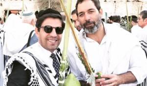 השחקן מוריס כהן ב'ברכת כהנים' ברחבת הכותל