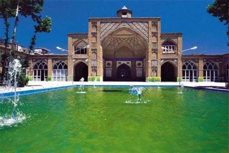 מסגד בטהרן - השייח'ים כועסים: 'עיצוב המסגד - יהודי מדי'
