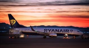 מטוס החברה האירית - 'ריינאייר' חושפת מחירים מוזלים ליעדים נוספים