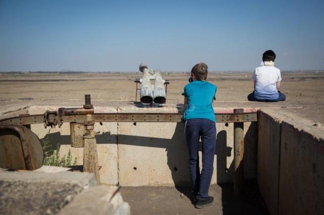 מנצלים את 'בין הזמנים' לצפות בקרבות אסד