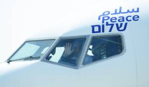 רגע היסטורי: מטוס ישראלי נחת באבו דאבי