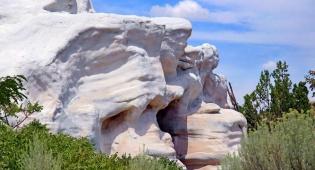 זה לא סלע גיר ענק, זה בית בניו מקסיקו