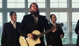 יוסף ניוקם ומקהלת שירה במחרוזת מלהיטיו