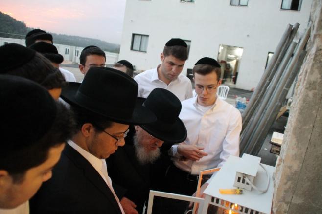 הרב ברוך מרדכי אזרחי, בהדלקת נרות