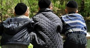 לילדים המצולמים אין כל קשר לכתבה - תושב ביתר עילית מואשם בתקיפת ילדים