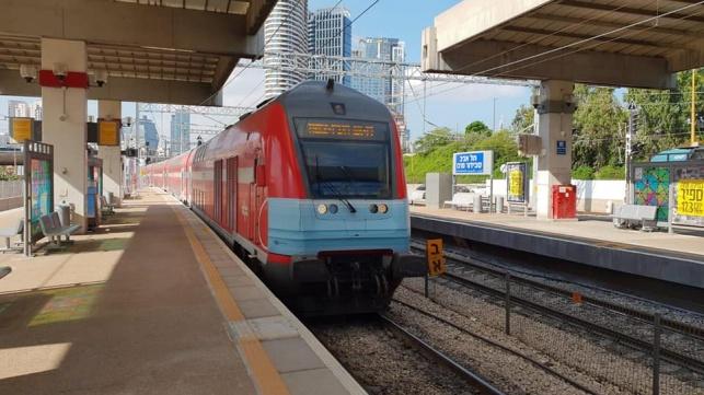 אחרי שלושה חודשים: הרכבת חזרה לפעול