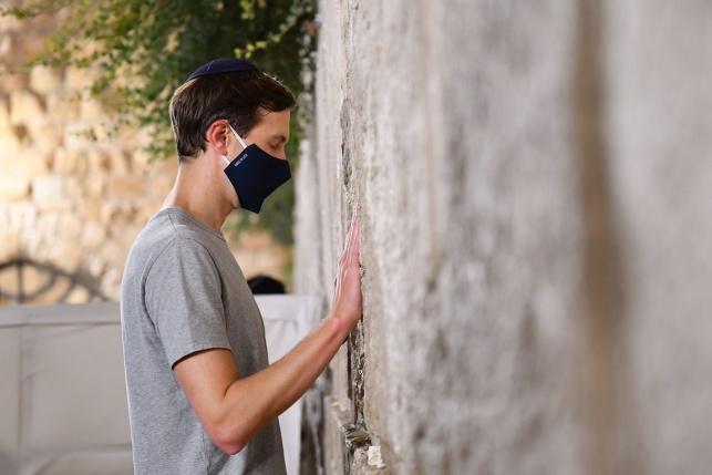 ג'ארד קושנר ביקר בכותל המערבי והתפלל