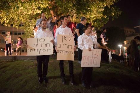 הפגנה בעד התאגיד