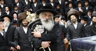 הרבי מדושינסקיא בריקוד לכבודה של תורה