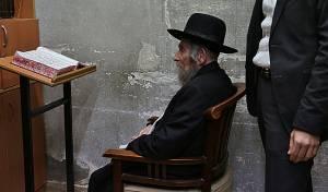 מרן הרב שטיינמן בביתו