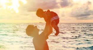 השופט השתכנע: האב רצה להעניק לבתו את המתנה. אילוסטרציה - האב העניק במתנה את הדירה לכל ילדיו או לבת בלבד?