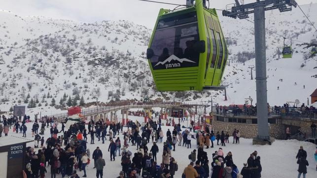 השלג נרגע ואלפים זרמו אל החרמון • תיעוד